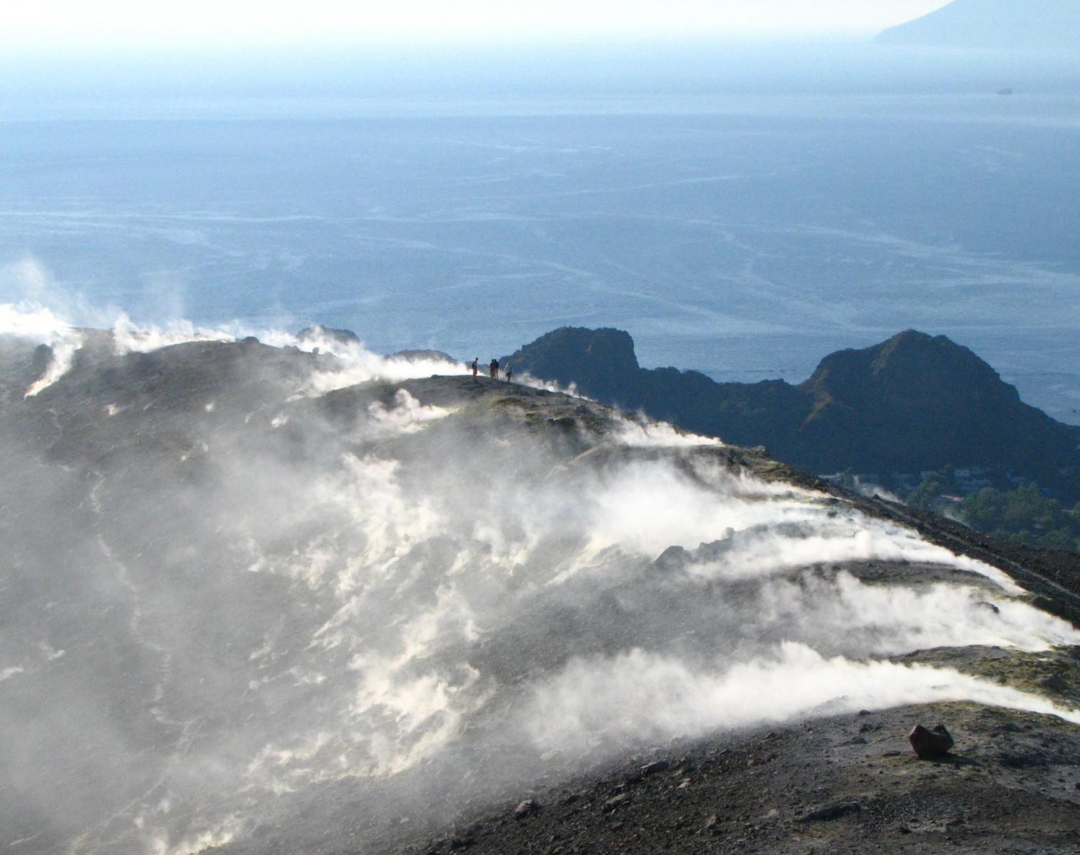 Italie  LES FLAMMES DE VULCAIN   Trek & Randonnée Navigation