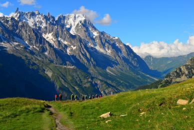 Massif du Mont-Blanc depuis les alpages